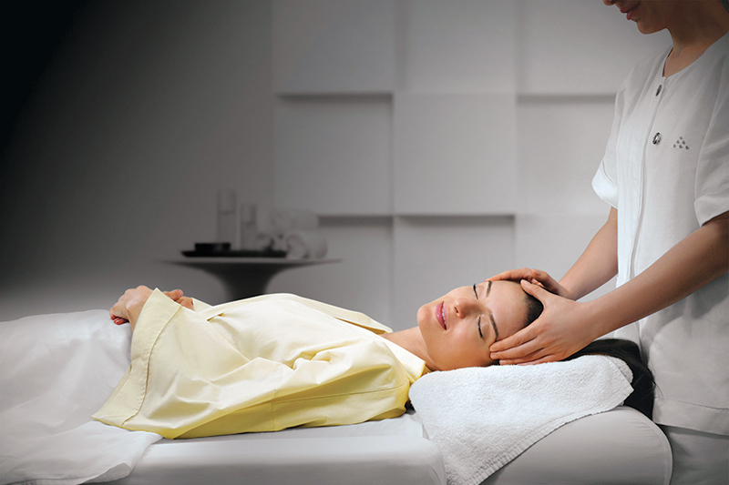 Massage in Etihad Airlines Lounge