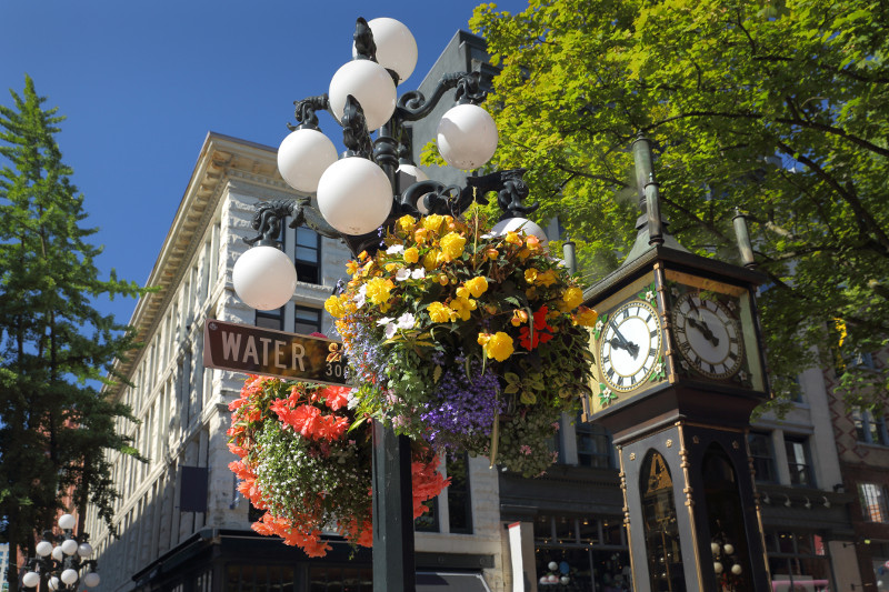 Steam clock and flowers in Gastown