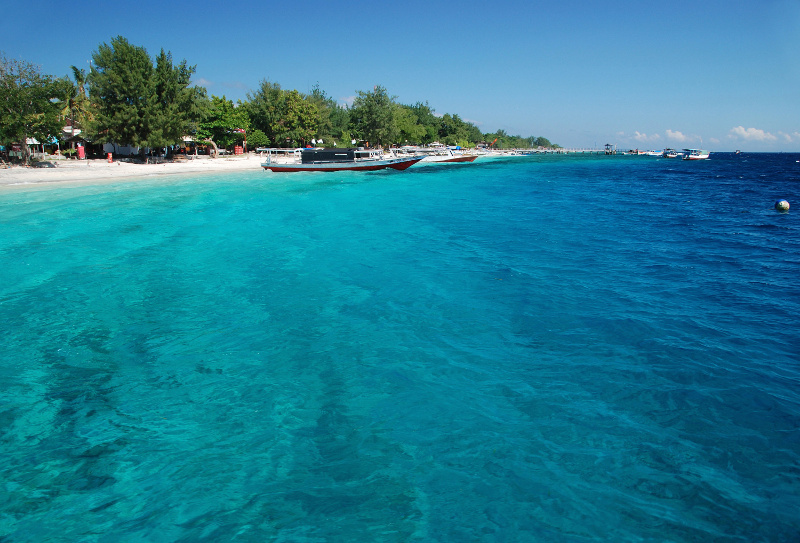 Blue green waters of Gili T