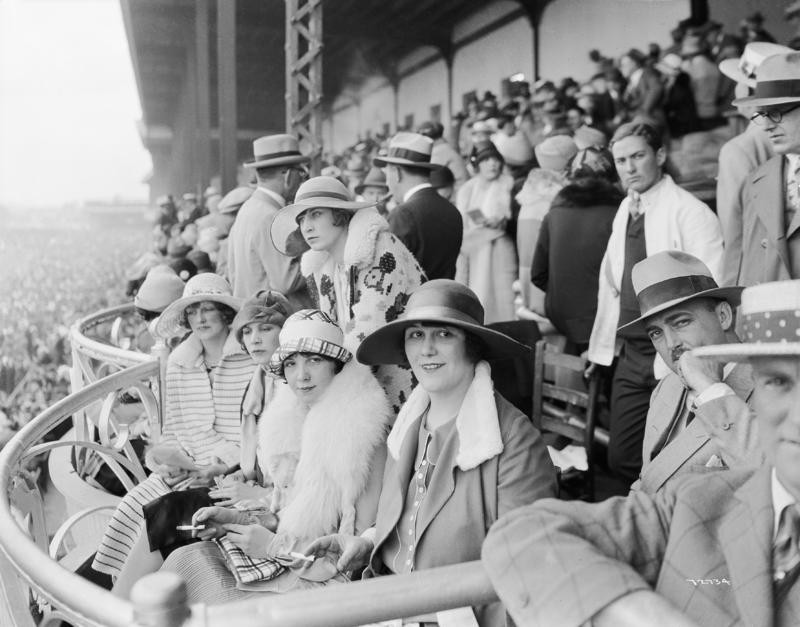 Old fashioned photo of women at races