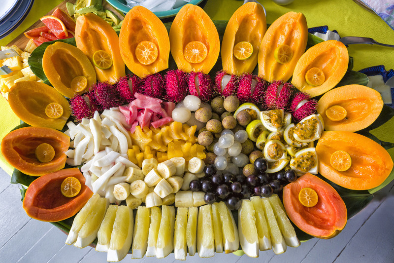 Hawaiian fruit platter at market