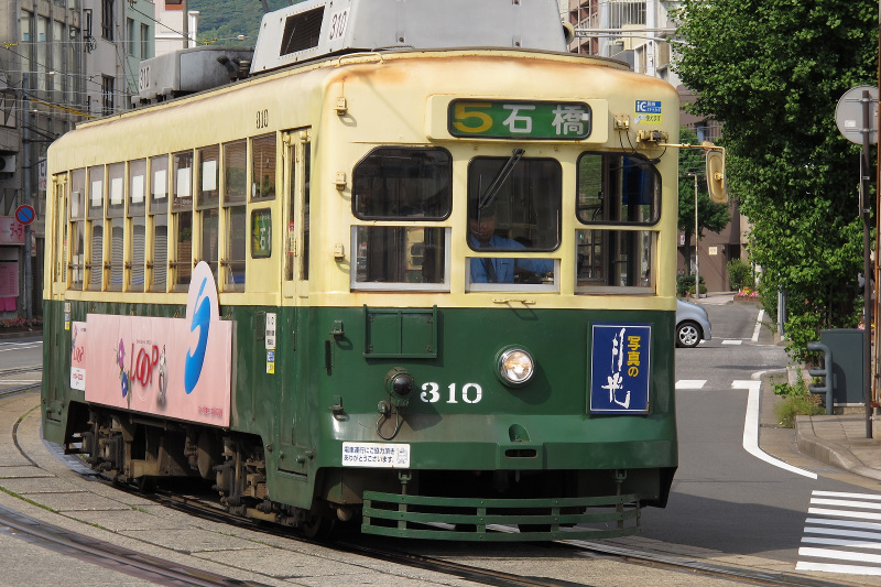 The Nagasaki street cars date back to the 1940s