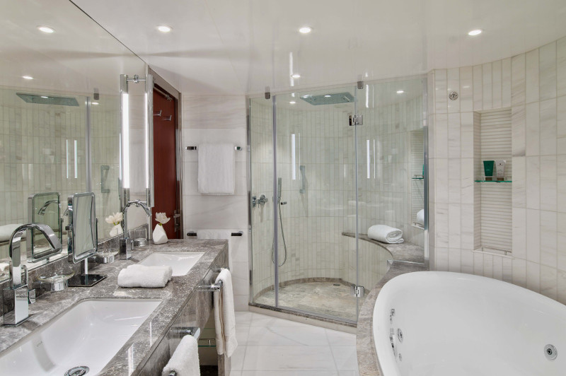 Bathroom of the Wintergarden Suite on Seabourn Encore