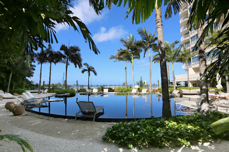 The Sunset Pool. Photo courtesy of The Modern Honolulu