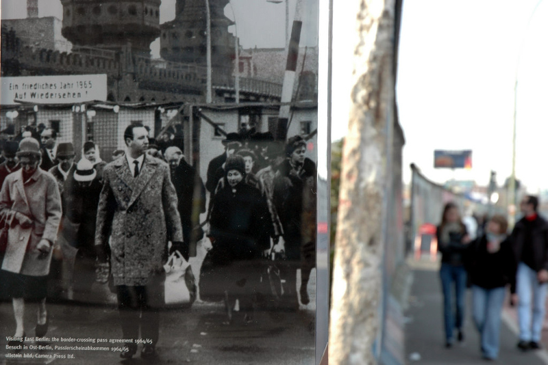 Picture next to Berlin wall