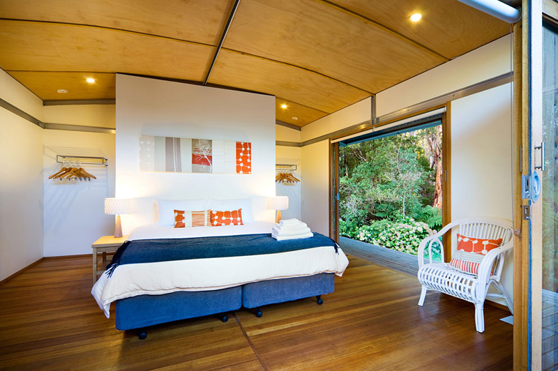 Walkers stay in eco-luxe villas with ensuite bathrooms and hot showers. Image: Great Walks of Australia