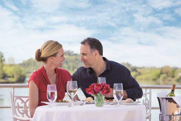 Alfresco dining on board the River Royale. Image courtesy of Uniworld.