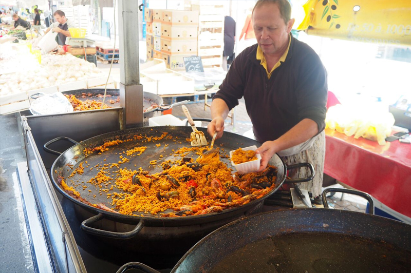 Street food of the best kind, paella. Image: Daniel Resnik