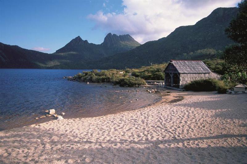 "The iconic ""Boathouse"" on the edge of Dove Lake. Image: Mantra Group."