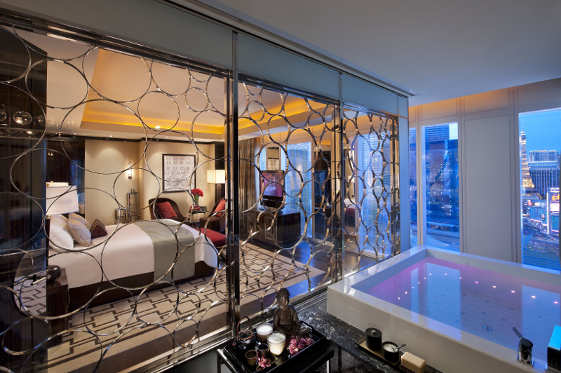 The Mandarin Suite's sunken bath affords an awesome view of Las Vegas. Picture: Mandarin Oriental