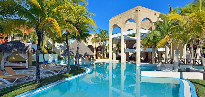 Scenic palm trees and pool at Cuba poolside hotel Melia Las Americas