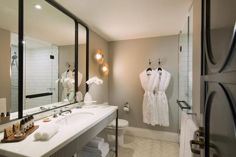 Executive Mayfair King Suite Bathroom