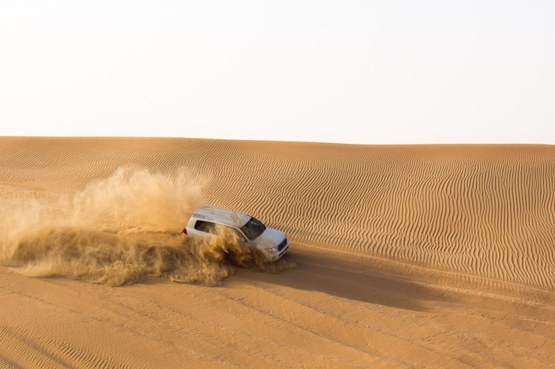 4x4 driving on sand dunes in Abu Dhabi photographed by James Taylor (Instagram - @jimmytayles)