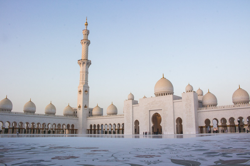 Sheikh Zayed Grand Mosque photographed by James Taylor (Instagram - @jimmytayles)