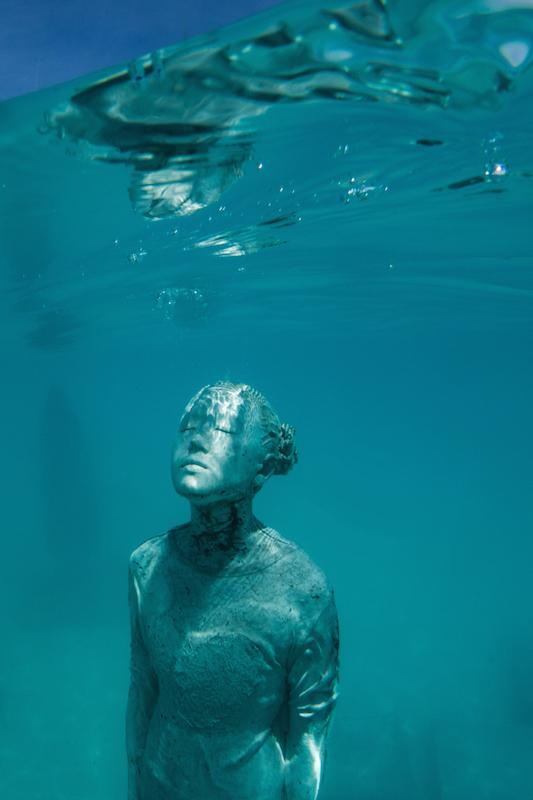 Underwater sculptire