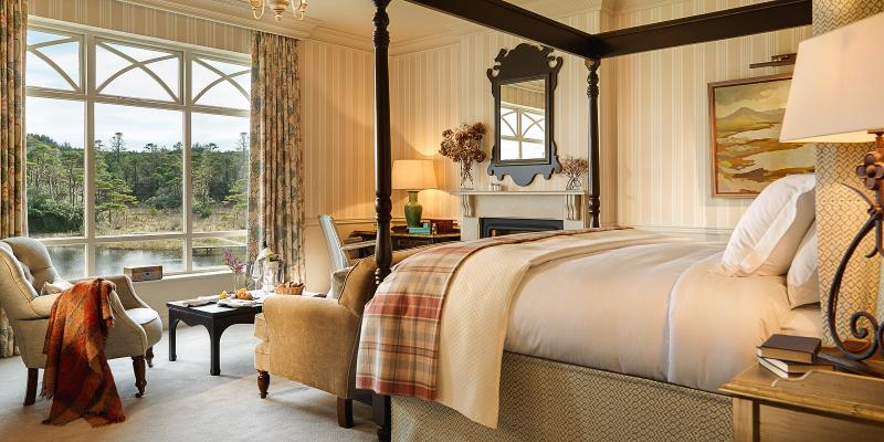 Luxury bedroom in Ballynahinch Castle, Ireland