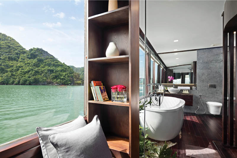 Orchid Luxury Cruise sailing Ha Long Bay