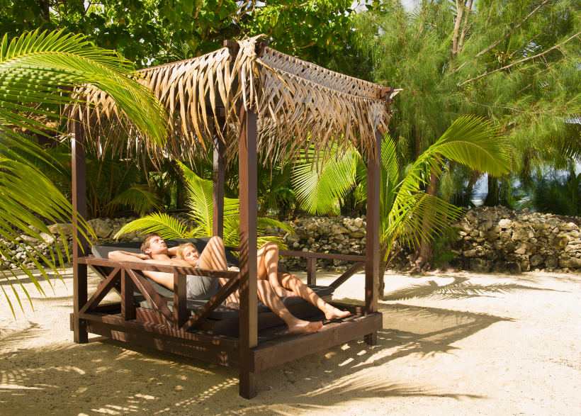 Travel Associates couple on cabana cook islands