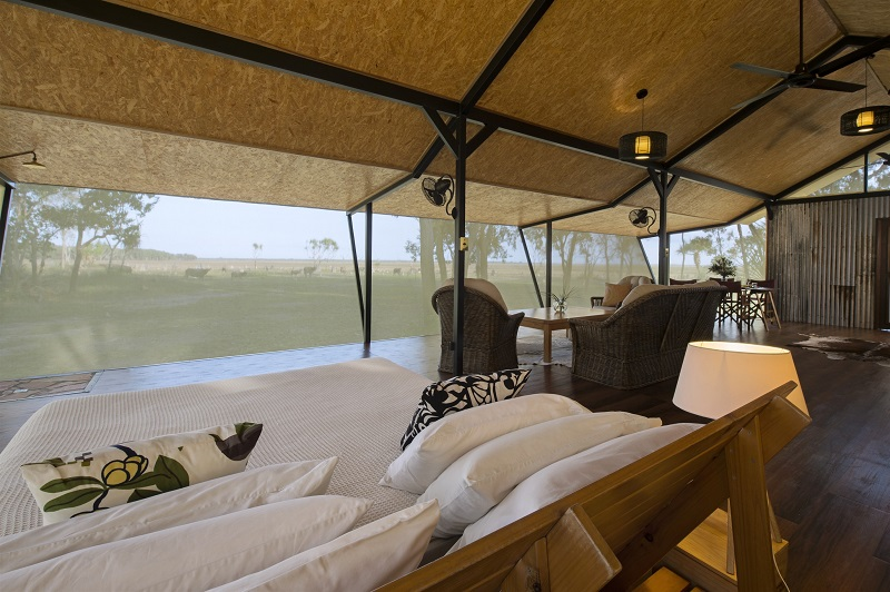 Kingfisher Suite at Bamurru Plains | Photographer: Shaana McNaught