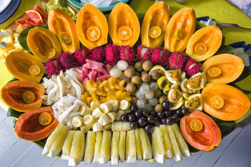 Hawaiian fruit platter at market