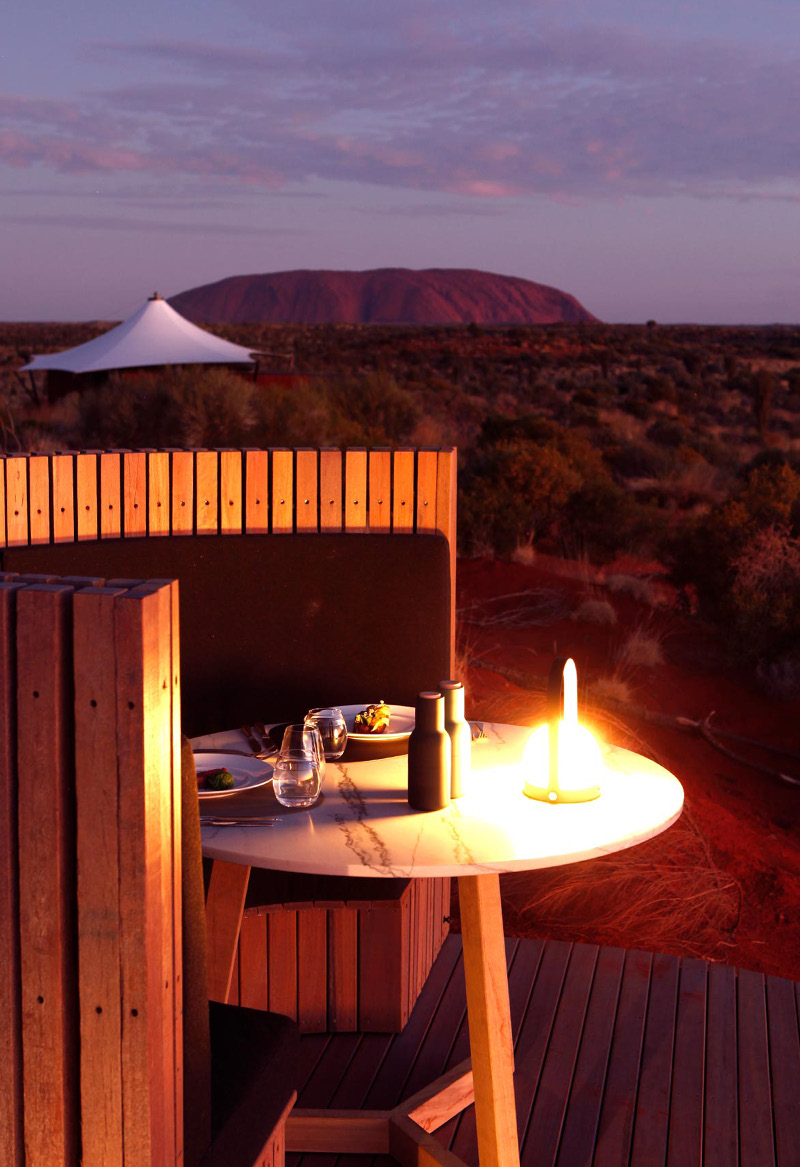 Longitude 131°, Uluru