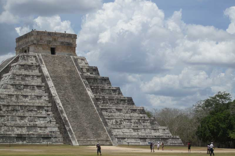 Chichen-itza_el-castillo-temple.