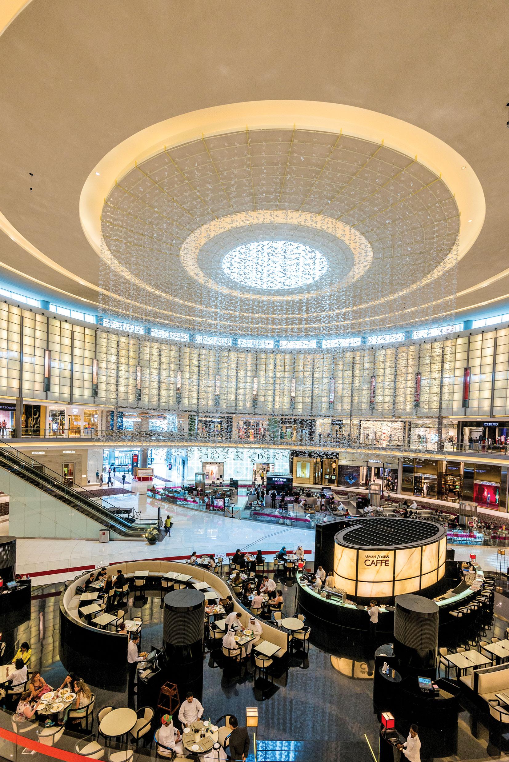Shop-your-way_Dubai_shutterstock_139985599_cHR
