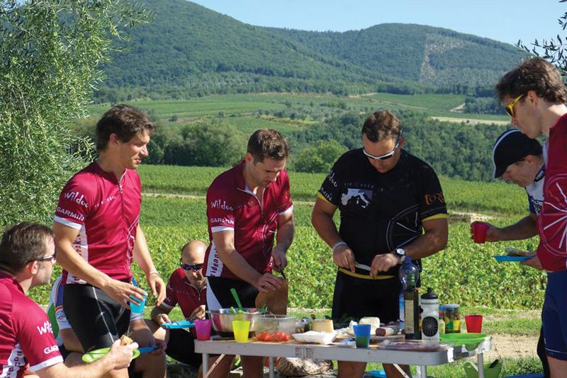 Picnic in San Felice, Tuscany, Italy. Image courtesy of Ride & Seek.