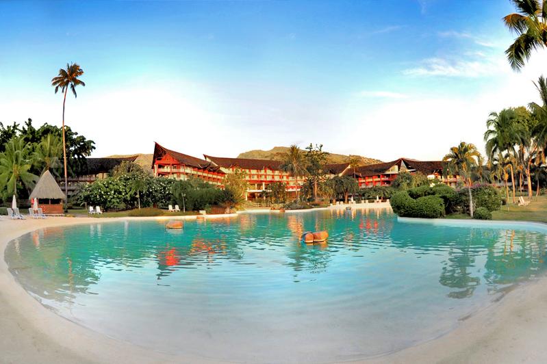 Sand-bottom swimming pool in the Le Meridien Tahiti