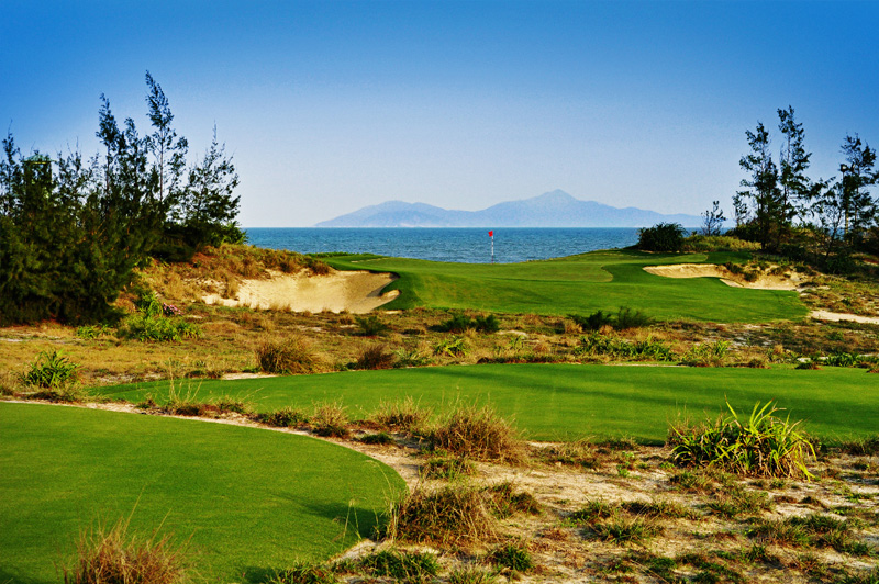 The 16th at Danang Golf Club plays out to the South China Sea. Image: Danang Golf Club.