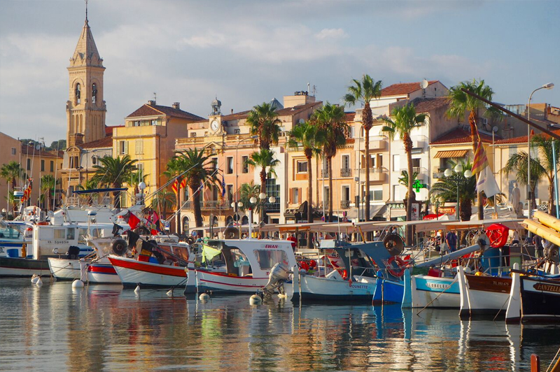 Harbour of Sanary-sur-Mer in south-eastern France. Image: Daniel Resnik.