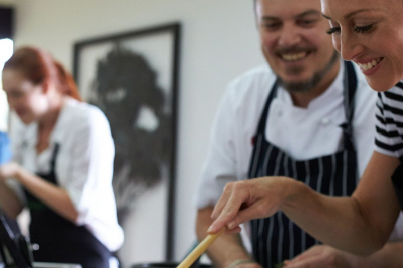 Join the professionals at the Tamarind Cooking School. Image courtesy of Spicers Retreats.