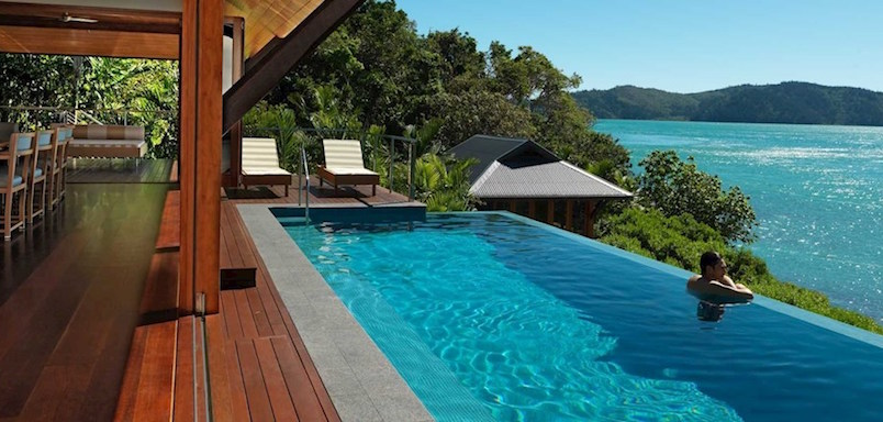 qualia poolside dining