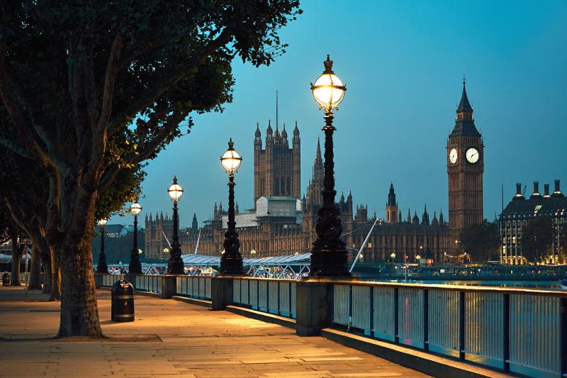 stroll solo through London